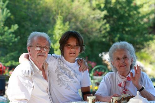 Grands parents et enfant